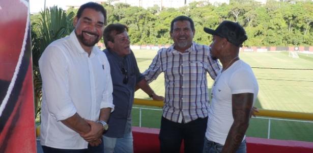Ivã de Almeida (esq.) falou sobre Marinho em coletiva nesta sexta-feira