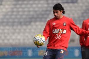 Atlético-PR estuda rescisão de contrato com meia Luciano Cabral (Foto: Marco Oliveira/Site Oficial)