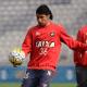 Atlético-PR estuda rescisão de contrato com meia Luciano Cabral