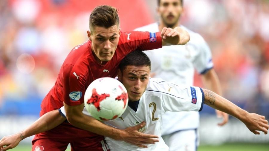 Patrik Schick (à esquerda de vermelho) estava na Sampdoria - AFP