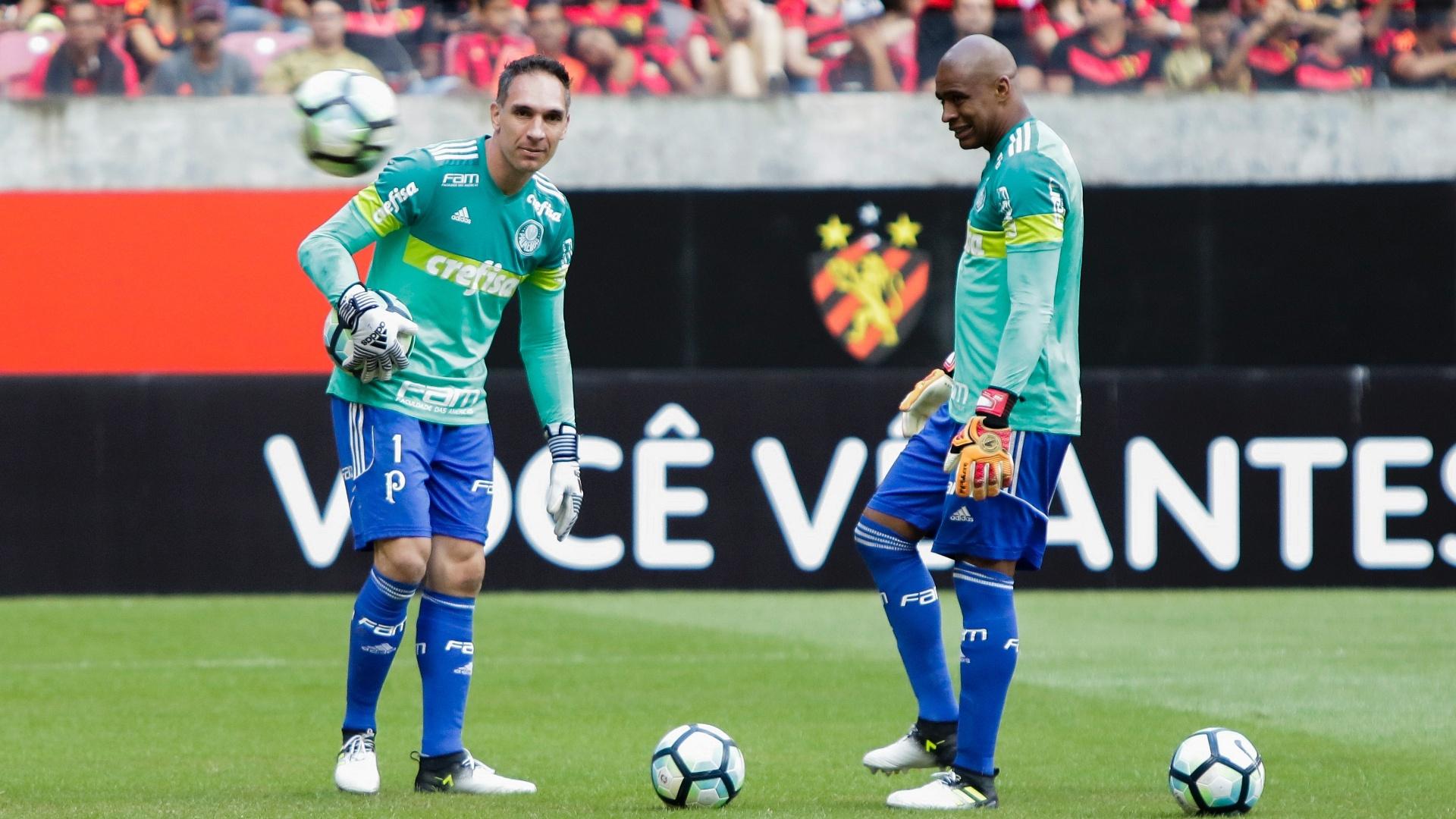 Fernando Prass e Jailson se aquecem para Sport x Palmeiras