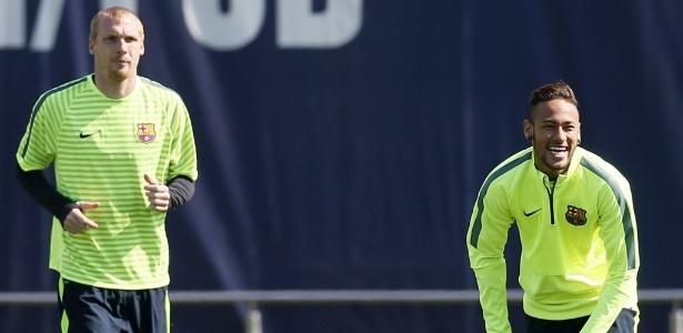 Mathieu e Neymar durante treinamento do Barcelona, em 2015