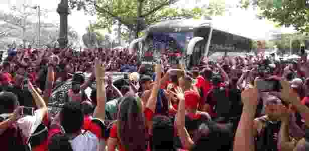 Torcedores do Flamengo lotam rua para apoiar o time para a final da Copa do Brasil  - Gilvan de Souza / Flamengo