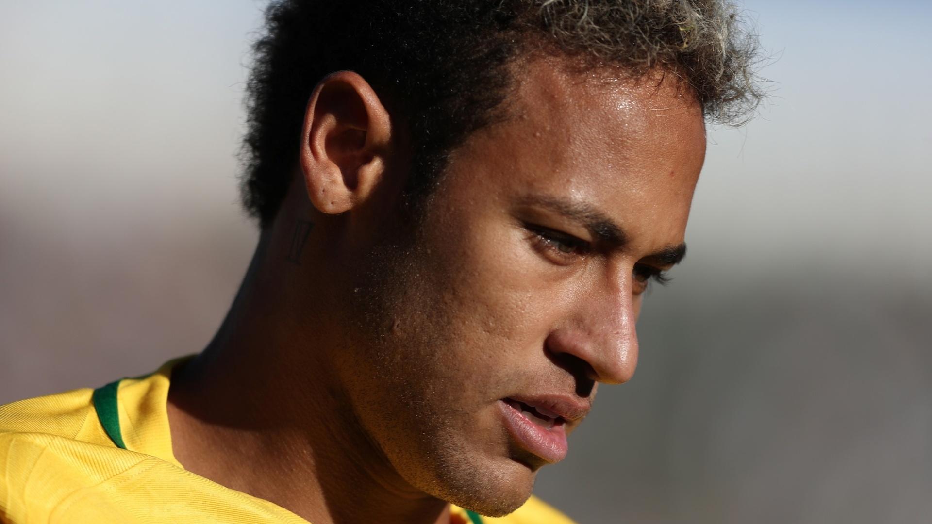 Neymar em ação durante o jogo contra a Bolívia