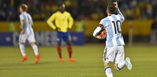 Messi comemora um de seus três gols contra o Equador