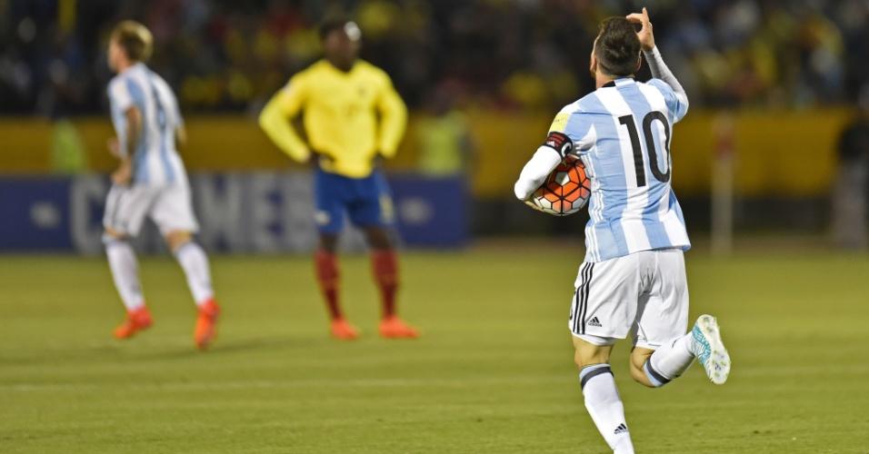 Lionel Messi comemora após marcar para a Argentina contra o Equador