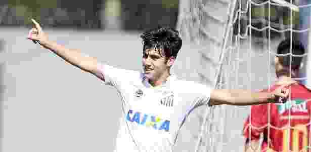 Volante destaque do sub-17 do Santos assina primeiro contrato ... 507dc212b7692