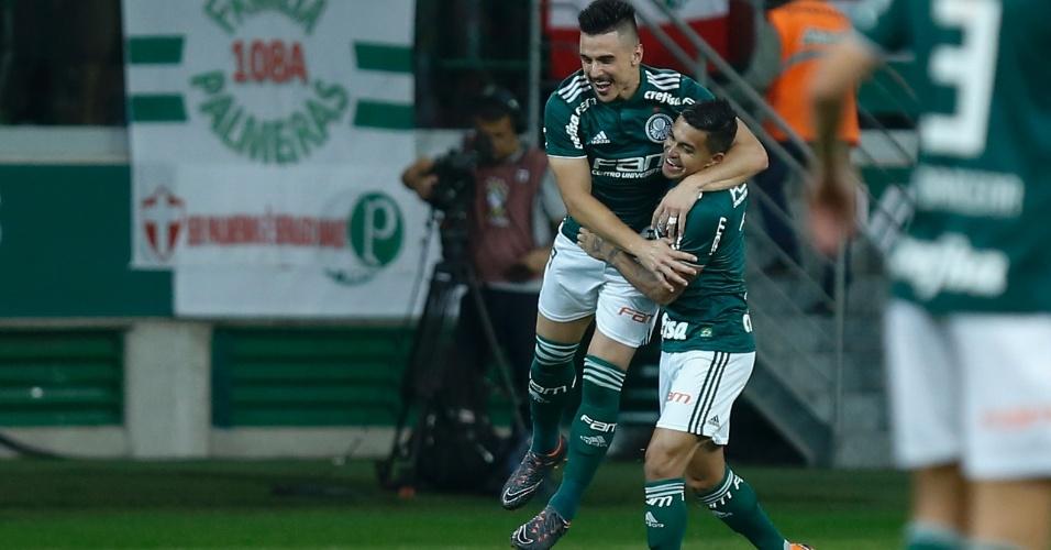 Willian comemora com Dudu o gol do Palmeiras sobre o Flamengo