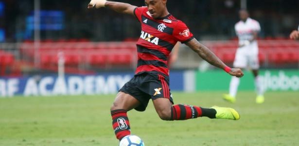 Atacante Vitinho pode não atuar neste sábado - Divulgação/Flamengo