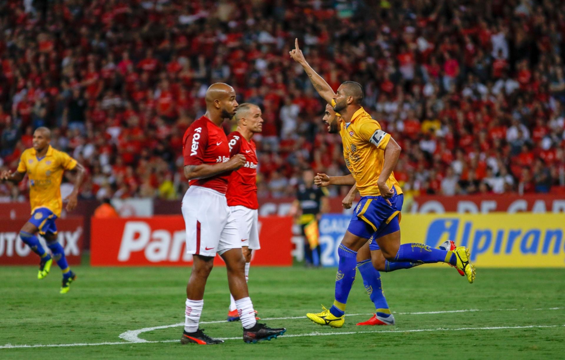 936fe80997 Inter leva virada do Pelotas em casa e perde na estreia de titulares -  24 01 2019 - UOL Esporte