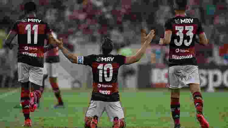 Jogadores do Flamengo comemoram gol contra o Boavista - Thiago Ribeiro/AGIF - Thiago Ribeiro/AGIF