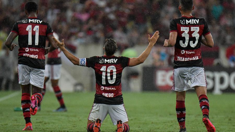Jogadores do Flamengo comemoram gol contra o Boavista - Thiago Ribeiro/AGIF