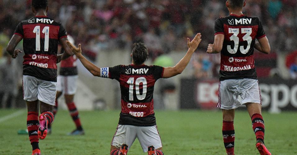 Jogadores do Flamengo comemoram gol contra o Boa Vista