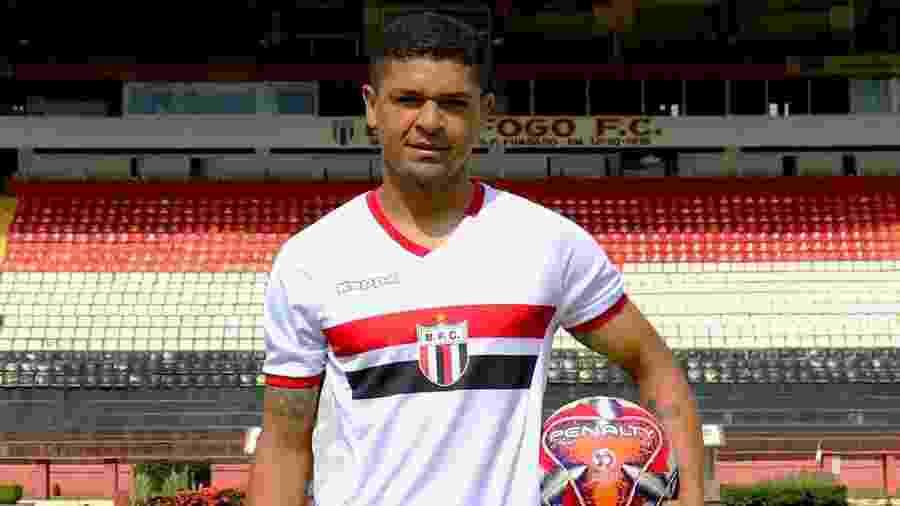 Denílson defendeu as cores do Botafogo-SP entre janeiro e abril de 2019. Hoje, ele está sem clube - Raul Ramos/Agência Botafogo