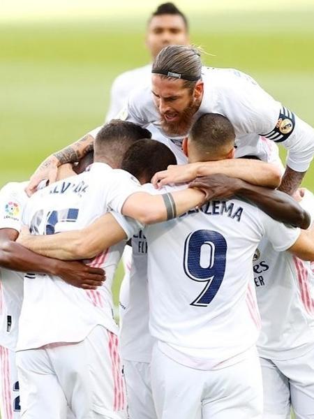 """Zidane postou foto de comemoração do Real Madrid na vitória: """"Equipe!"""" - Reprodução/Instagram"""