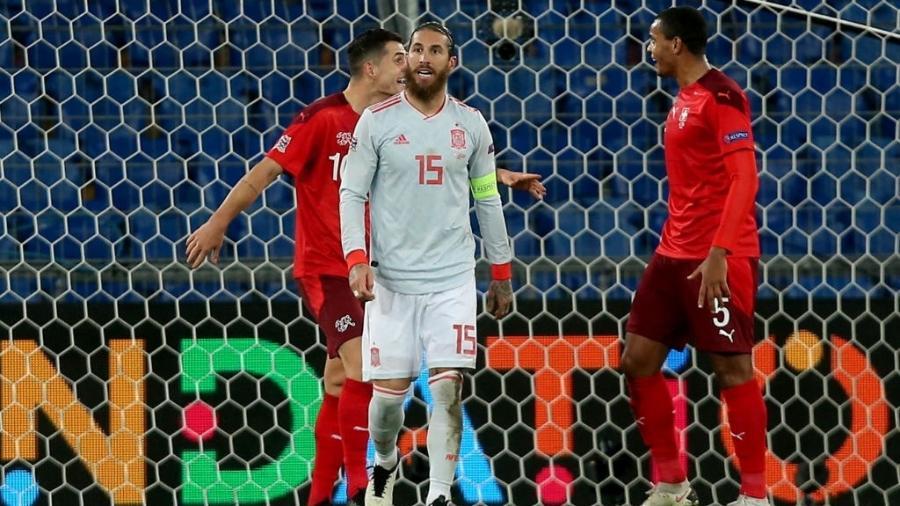 Sergio Ramos lamenta pênalti perdido na partida Suíça 1 x 1 Espanha pela Liga das Nações - Harry Langer/DeFodi Images via Getty Images