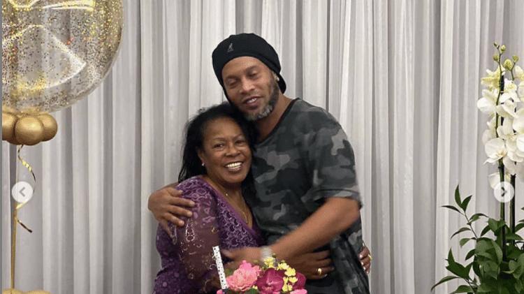 Mãe de Ronaldinho Gaúcho morre em decorrência de covid-19 aos 71 anos