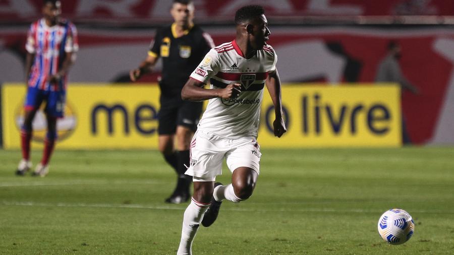 Léo, zagueiro do São Paulo, durante jogo contra o Bahia, pelo Brasileirão - Ettore Chiereguini/AGIF