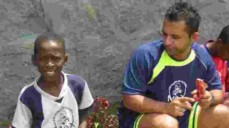 """Luiz Henrique com Johnny Max, seu """"segundo pai"""": professor de escolinha o levou ao Fluminense - Acervo Pessoal - Acervo Pessoal"""