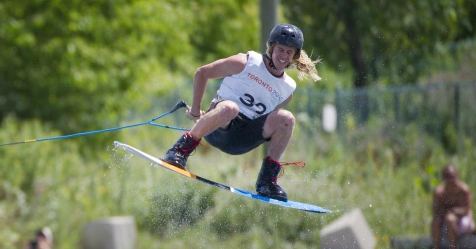 Daniel Powers, dos Estados Unidos, compete no esqui aquático