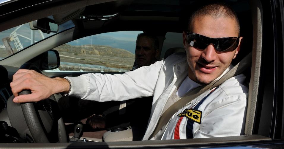 Fevereiro de 2013: um radar fotografa Karin Benzema dirigindo a 214 km/h em um subúrbio de Madri onde o limite de velocidade era de 100 km/h. O jogador foi condenado a uma multa de 18 mil euros e perdeu a habilitação por oito meses