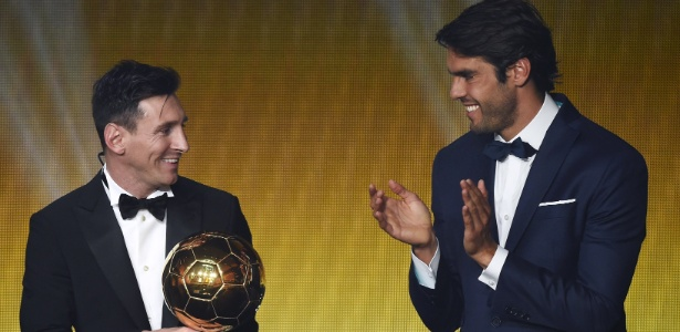 Messi recebe a Bola de Ouro - AFP PHOTO / OLIVIER MORIN