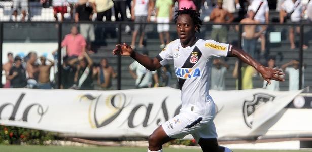 Andrezinho deu uma caneta desconcertante em Willian Arão no Vasco x Flamengo