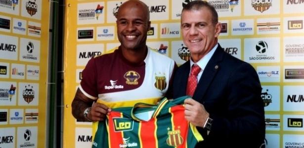 Jogador foi apresentado oficialmente pelo presidente Sergio Frota - Reprodução