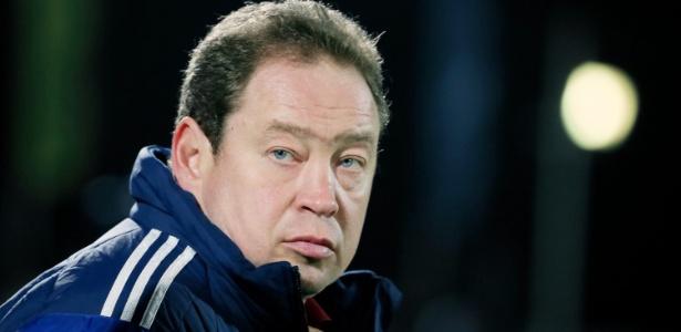 Slutsky treina CSKA e seleção russa, mas não recebe salário da federação