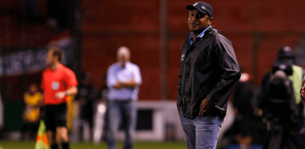 Roger Machado sofre ameaça de primeiro revés mais duro em desvantagem contra o Ju