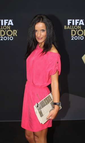 Fatmire Bajramaj ficou na segunda posição da premiação de 2010, mas ganhou destaque por seu vestido. Nada de preto ou branco como tradicionalmente a festa recebe em suas candidatas ao prêmio. Ela apostou no rosa
