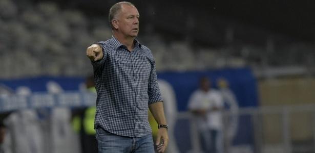 Treinador já indicou seus jogadores titulares, mas ainda pretende rodar o time