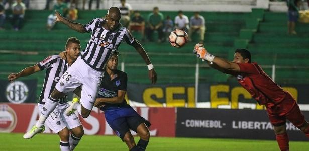 Felipe Santana se tornou titular do Atlético-MG após lesão de Léo Silva