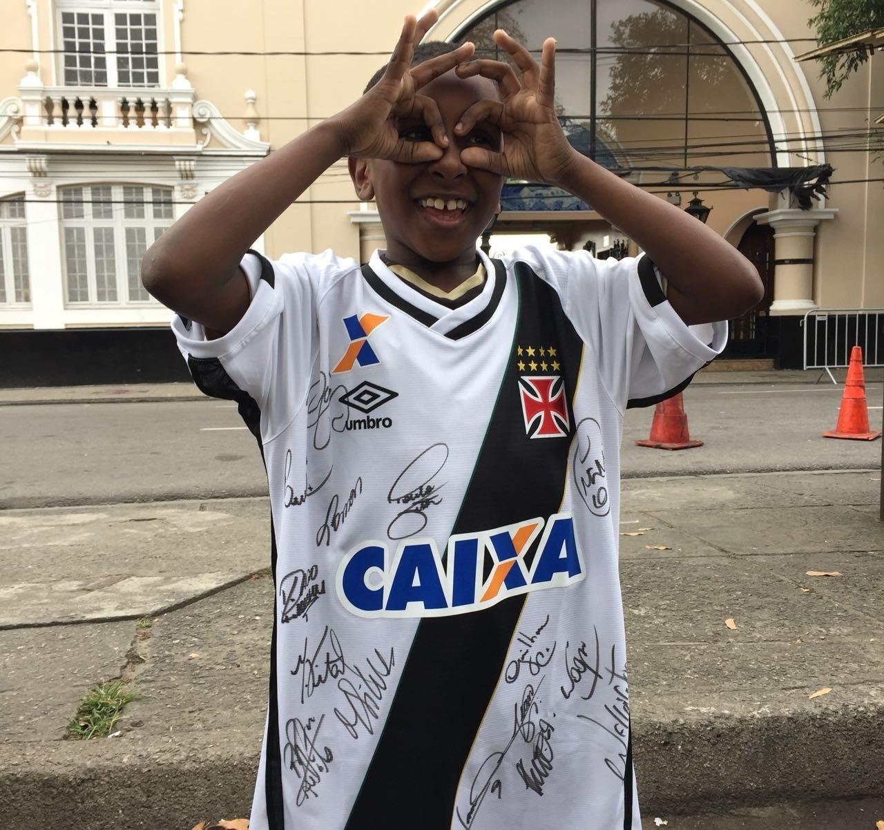 Carlos Henrique imita comemoração de Paulo Vitor, do Vasco