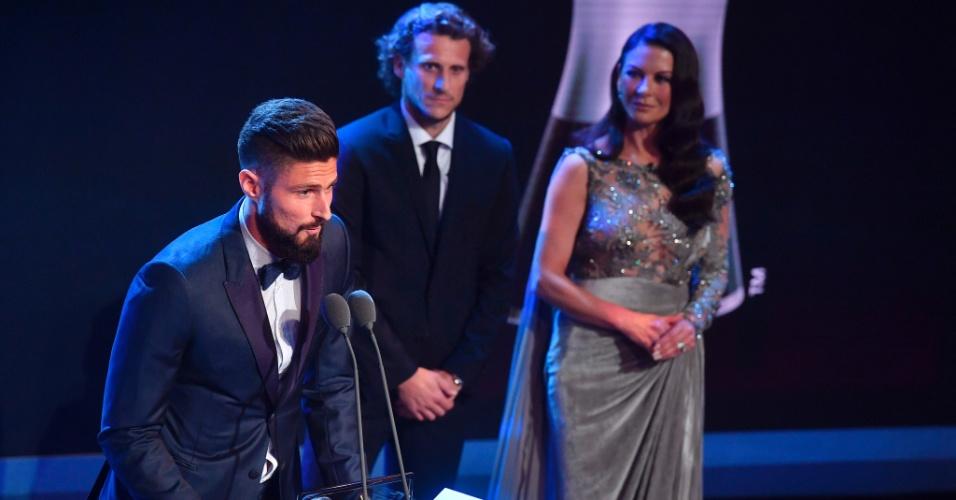 Olivier Giroud discursa após vencer o Prêmio Puskas de 2017