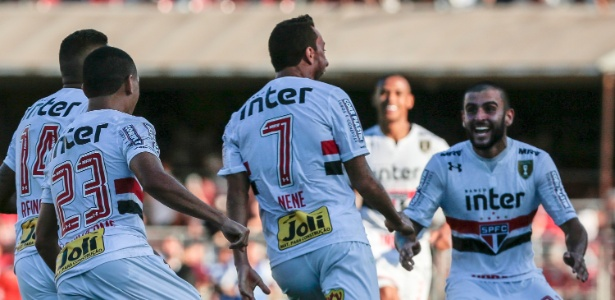 Nenê em comemoração do gol que gerou polêmica com o Corinthians - Ale Cabral/AGIF