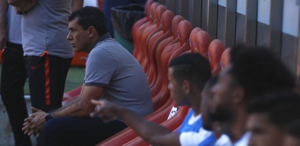 Fabio Carille no banco de reservas do Corinthians antes do jogo contra o Sport