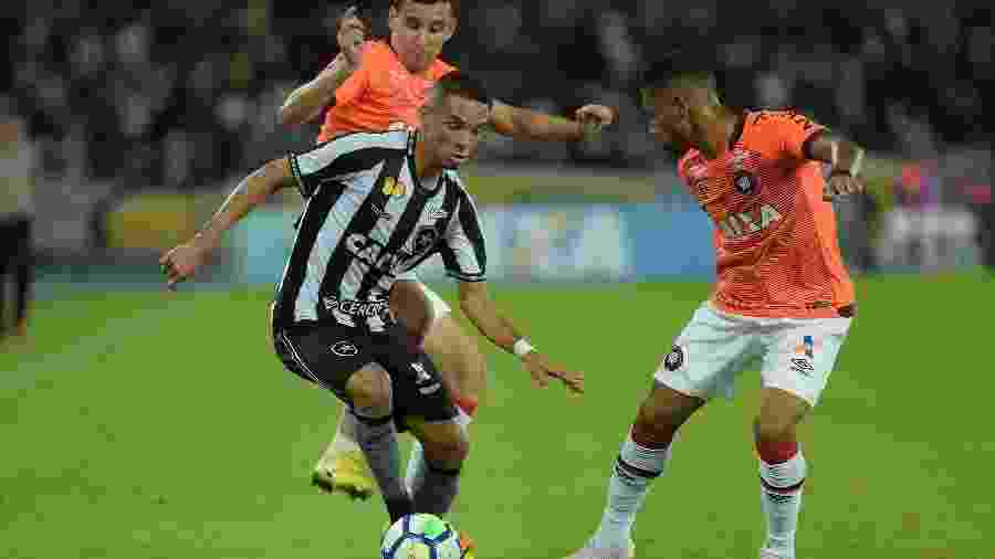 Alvinegro e Rubro-negro se enfrentam pelo Campeonato Brasileiro - Thiago Ribeiro/AGIF