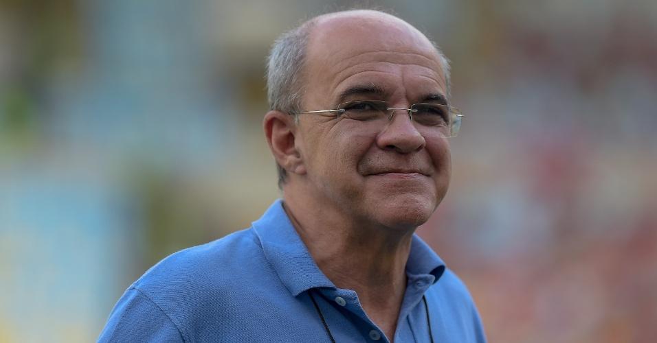 Eduardo Bandeira de Mello sorri antes de partida do Flamengo pelo Campeonato Brasileiro
