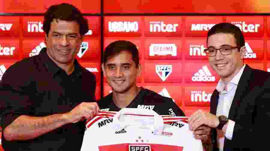 Raí (e) e Alexandre Pássaro (d) foram cobrados pelo Conselho de Administração do São Paulo pelas recentes transações - Marcello Zambrana/AGIF