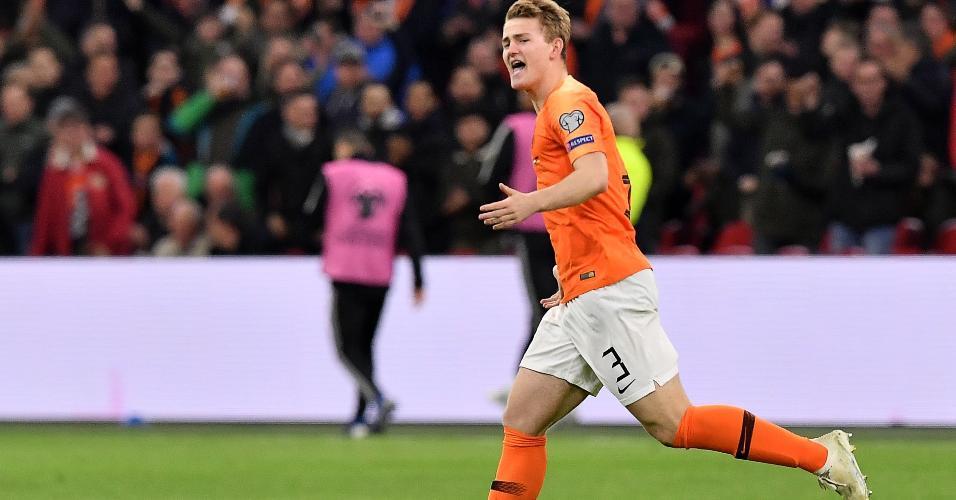 De Ligt se redimiu de escorregão para marcar o primeiro gol da Holanda