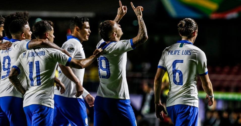 Everton comemora seu gol no jogo Brasil x Bolívia pela Copa América