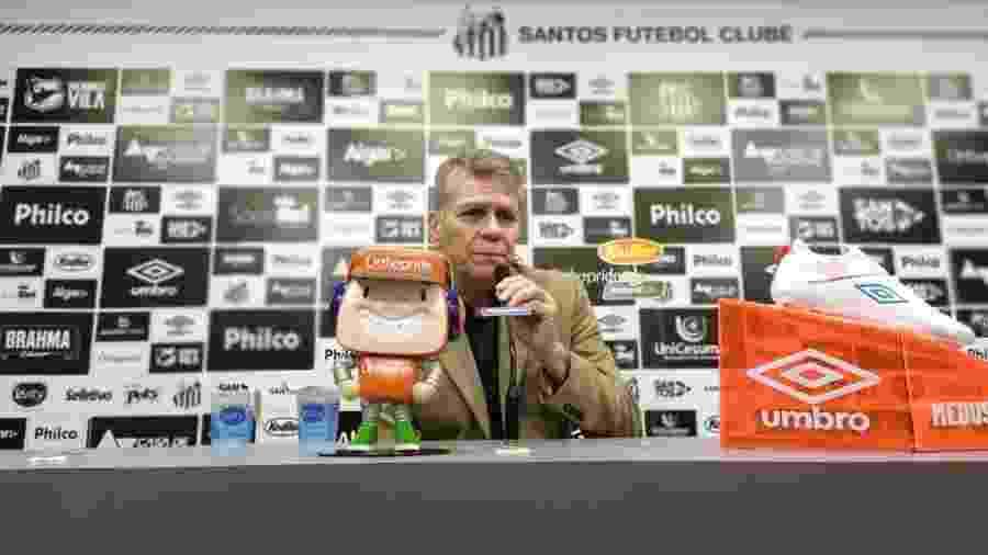 Paulo Autuori concede entrevista coletiva no CT Rei Pelé, do Santos - UOL