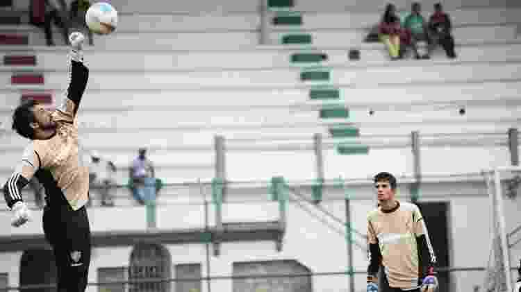 Marcos Felipe observa Ricardo Berna, em treino nas Laranjeiras, em 2012 - BRUNO HADDAD/FLUMINENSE F.C. - BRUNO HADDAD/FLUMINENSE F.C.