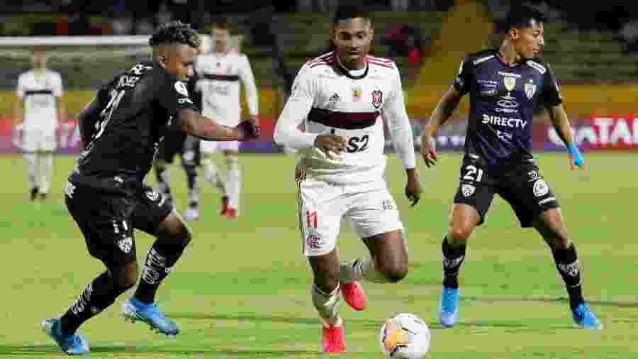 Entrando no lugar de Diego, Vitinho deu ofensividade ao Flamengo no jogo - Daniel Tapia/Reuters