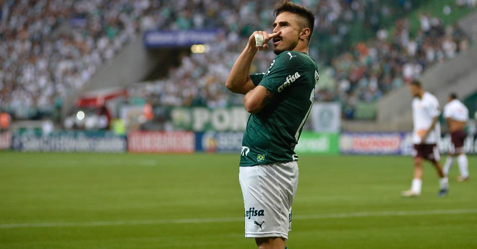 Willian Bigode comemora o gol do Palmeiras anotado no duelo contra a Ferroviária