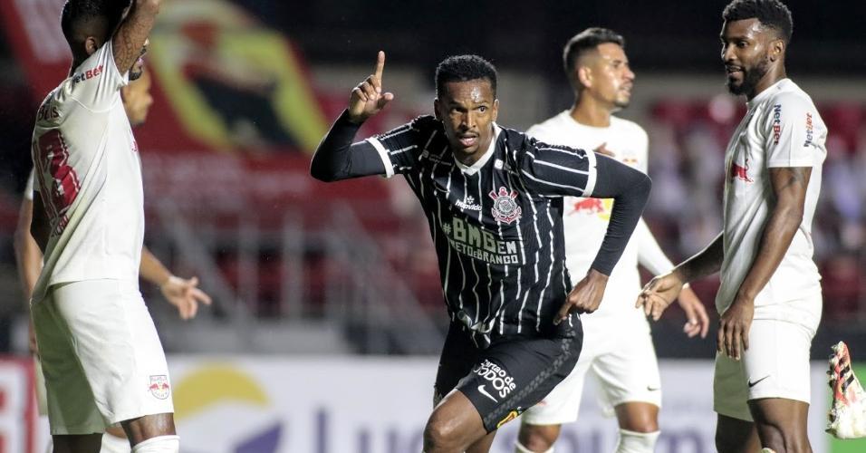 Jô marcou o segundo gol do Corinthians na vitória sobre o Bragantino pelas quartas de final do Paulistão 2020