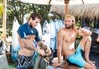 Surfista que salvou mulher no Havaí quase perdeu irmão em acidente no mar - Kelly Cestari/World Surf League via Getty Imag