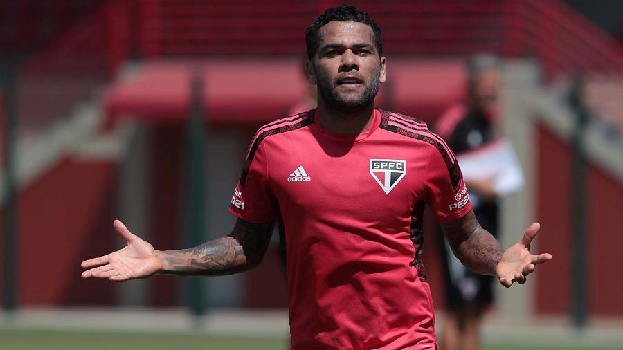 Daniel Alves, camisa 10 do São Paulo, tem cerca de R$ 12 milhões para receber do clube - Divulgação/São Paulo FC