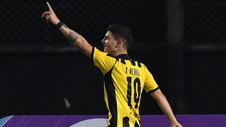 Agustin Alvarez marcou dois gols para o Peñarol na vitória sobre o Cerro Largo na Sul-Americana - PABLO PORCIUNCULA/AFP